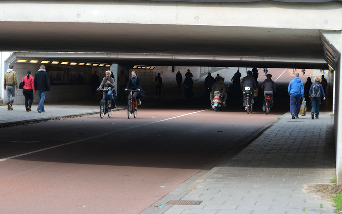 bike-pedestrian-highway-underpass-netherlands