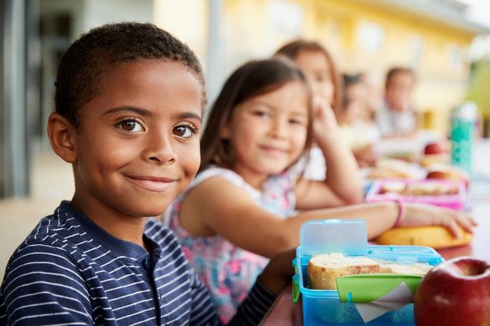 kids taking food
